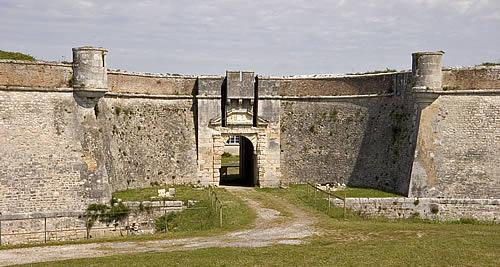 Fort_de_la_Pree_La_Flotte_entree